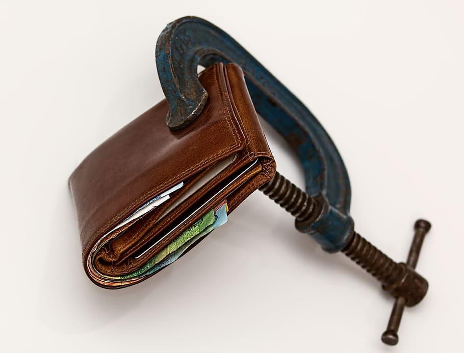Kiat Membeli Dompet Kulit